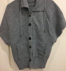 Шерстяной свитер(жилетка)