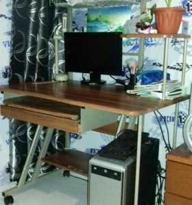 Стол компьютерный и тумбочка