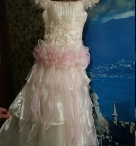шикарное платье 134-140 рост