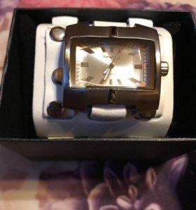 Стильные новые часы унисекс