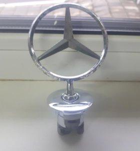Эмблема значок на капот Mercedes 221 оригинал