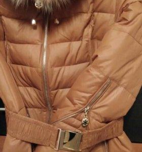 Новое зимнее пальто с натуральным мехом песца