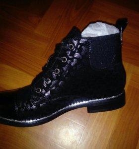 Новые Ботинки-туфли