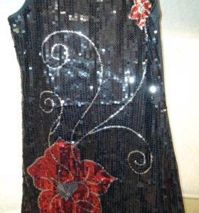 Платье черное с пайетками