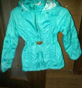 Куртка на девочку на 6- 8 лет