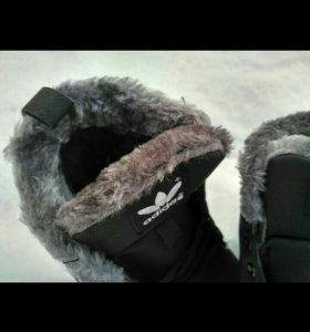 Новые кроссовки Адидас зима