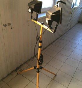 Прожектор на штативе