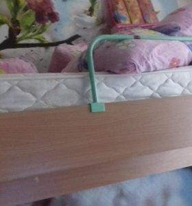 кровать-двух- ярусная, со шкафом и ящиками.