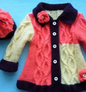 Вязаное пальто и шапочка