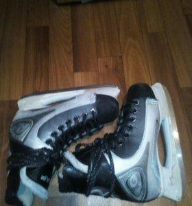 Хоккейные коньки GRAF.