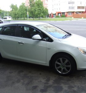 Opel Astra J, 2011 г/в