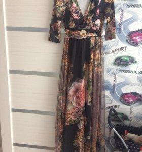 Платье в пол с 3D розами