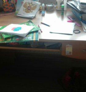 Продам шкаф и писменный стол.