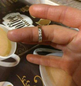 Кольцо золотое с фианитами 585пробы