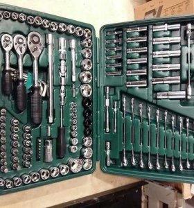 Набор авто инструментов 150 предметов в чемодане.