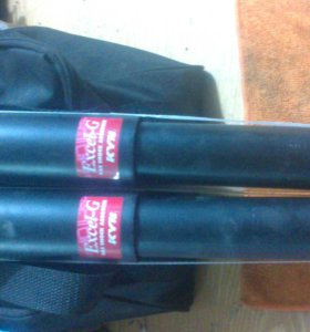продам заднии амортизаторы на toyota hiace kzh 106