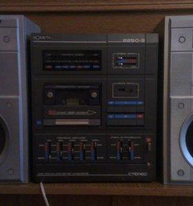 кассетный стереомагнитофон КАМЕТА с калонками