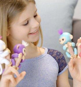 Интерактивная обезьянка Fingerlings Baby Monkeys