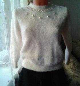 Новый  пушистый свитер