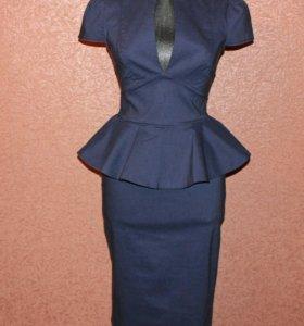 Элегантное платье с баской