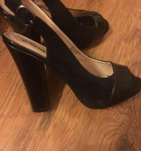 Туфли босоножки.