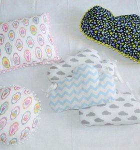 Подушечки в детскую кроватку и на диван