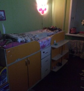 Кровать -стол -шкаф +лестница(комод) матрац