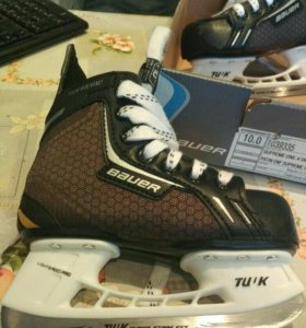 Новые хоккейные коньки.