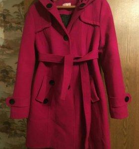 Пальто утепленное...новое.