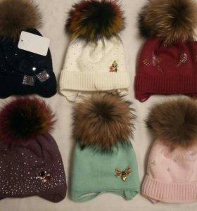 Зимние шапочки с натуральными помпонами
