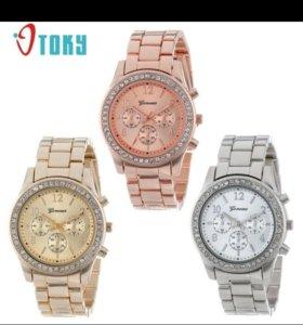 Женские наручные часы.