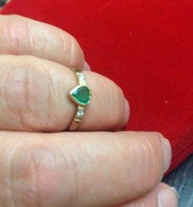 Кольцо золото 585 проба с изумрудом