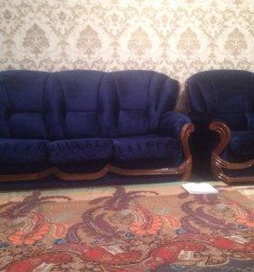 Холл (диван раздвижной,)и два кресла.торг.