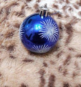 Елочное украшение шар со снежинками