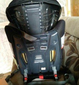 Детское автомобильное кресло от 8 месяцев до 12 ле