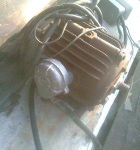 Двигатель для привода пилы циркулярной