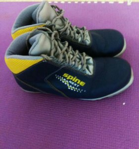 Ботинки лыжные на физру