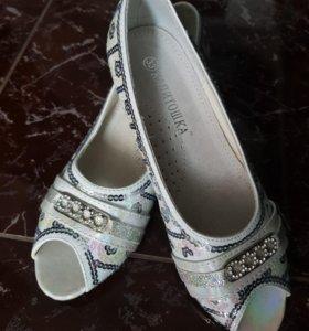 Туфли детские новые.