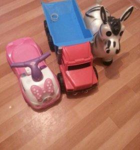 Детскые игрушки машинка.