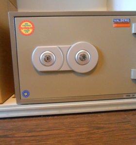 Сейф для квартиры огнестойкий VALBERG FRS-30kl