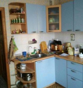 Кухонный гарнитур б/у с раковиной и краном