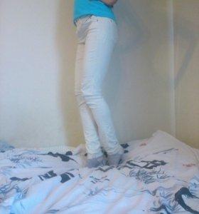 Белые брюки bershka