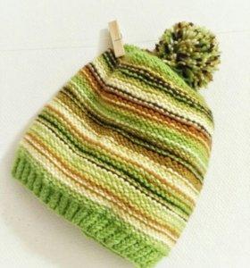 Яркая шапка на подкладке из флиса