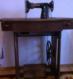 Швейная машина ADOLF CNOCH 1890 года выпуска