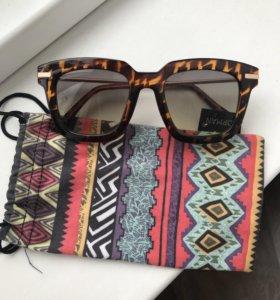 Солнечные очки Stradivarius