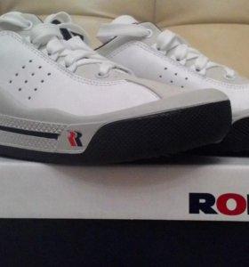 Продам кроссовки romika