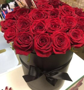 35 красных роз в черной коробке спб