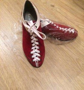 спортивный обувь