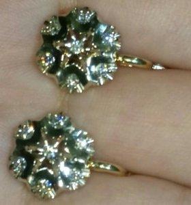 Золотые серьги с бриллиантами малина