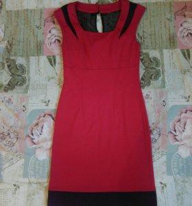 Новое платье 42-44 модного цвета
